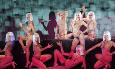 Réservez votre séance au Crazy Horse !