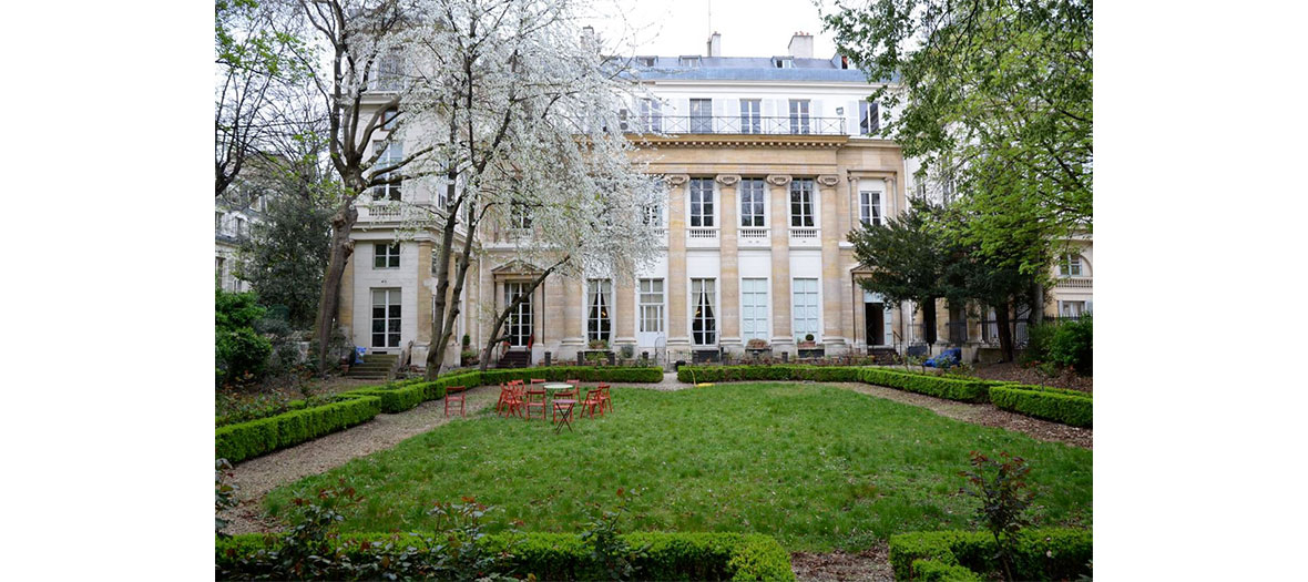 Garden and buyilding of Cultural Italian institute of Paris