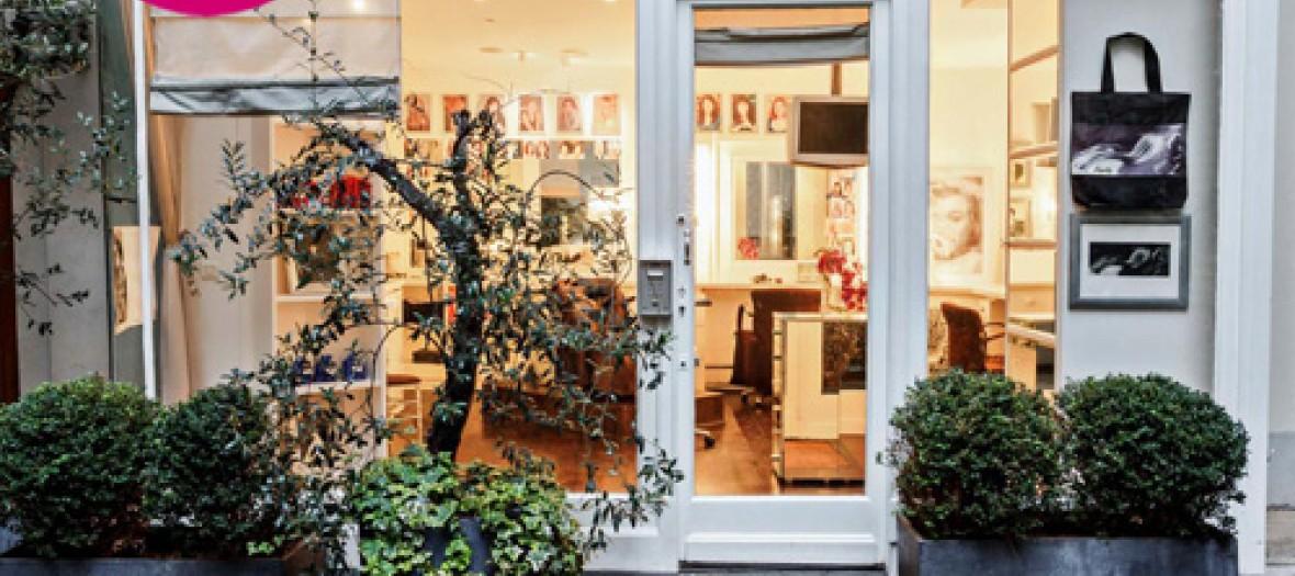 Le Salon De Coiffure Ultra Secret Des Parisiennes L Endroit Pari 2
