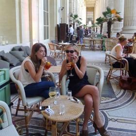 Bellini Et Cocktails Sur Une Terrasse Magique