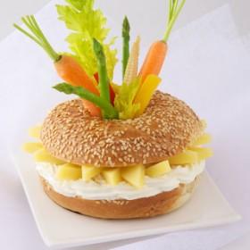 Bagels De Gruyere France En Mikado De Legumes Craquants
