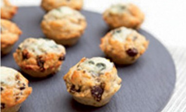 Muffins with Roquefort SOCIETE and grapes