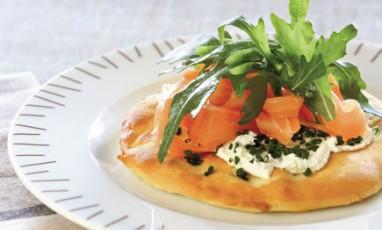White pizzette with salmon and Philadelphia®