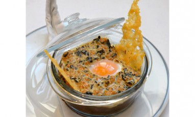 Coddled eggs with small grey snails burgundy style