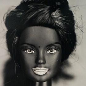Barbie L Expo Choc Loin Des Cliches