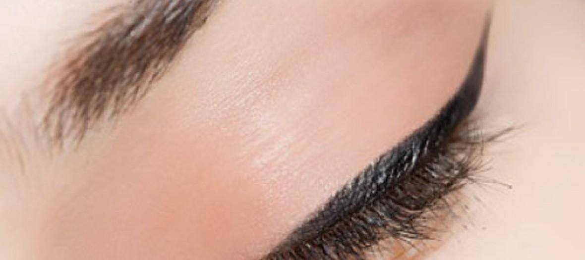 Fard A Paupieres Versus Eye Liner
