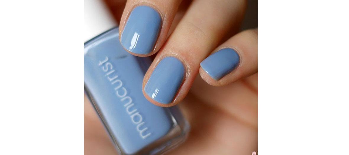 Blue nail polish Manucurist