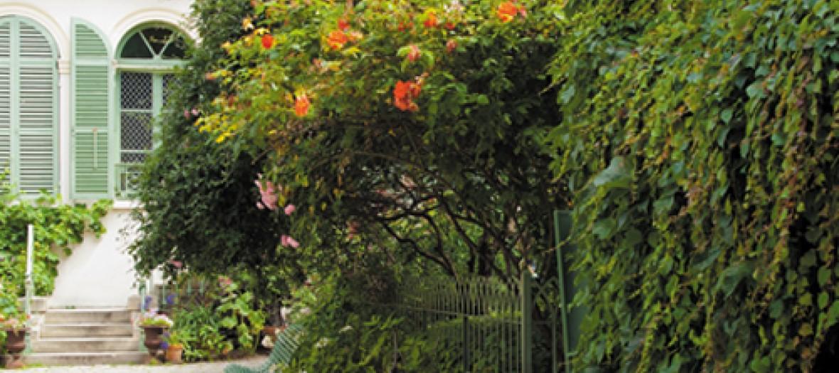 Dans La Categorie Jardin Secret Un The Dans Le Jardin 1