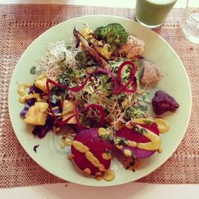 Presentation du plat Veggie chez Pousse-Pousse dans son assiete