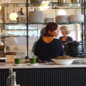 Une Orgie De Salades Modeuses Au Cinema Cafe By Merci