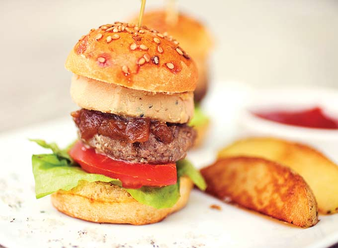 irresistible mini burgers with foie gras. Black Bedroom Furniture Sets. Home Design Ideas
