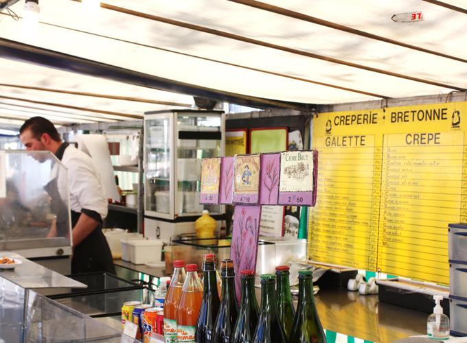 Stand de street food de sandwich et crepes chez le Libanais
