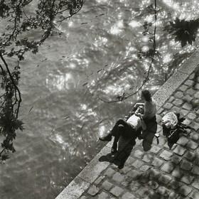 Promenade Sur Les Quais By Alfred Eisenstaedt