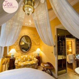 Chambre du Portobello Hotel à Londres avec un lit en baldaquin