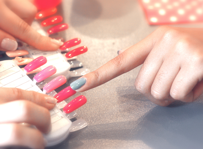 Save the date, brunch in a nail bar!