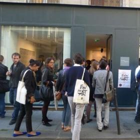 Public Devant La Galerie Rivie Re 2 1