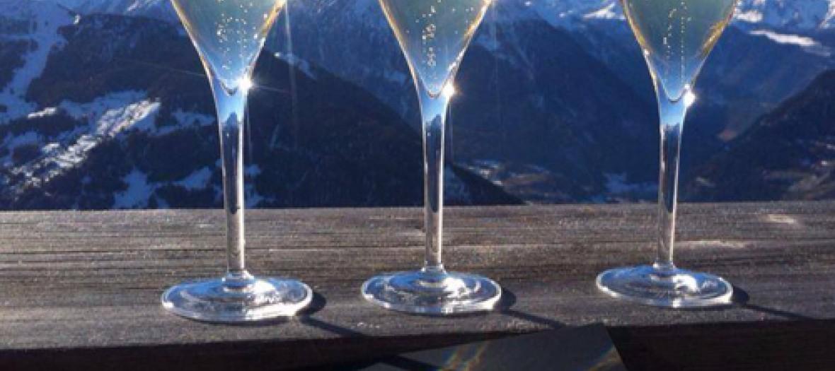 Le Plus Haut Bar A Champagne Du Monde Avec Une Vue A Couper Le S