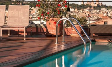Un Hotel Avec Rooftop Et Piscine De Dingue Photo Landing