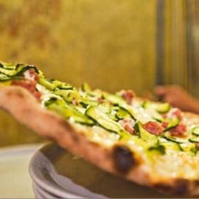 On Traverse Le Tibre Pour Croquer La Meilleur Pizza De Rome