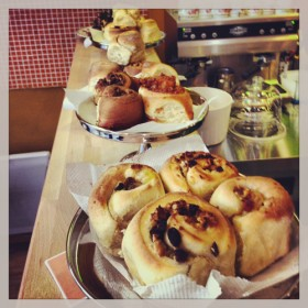 Presentation des pains briochés Rroll dans leurs emballges sur le comptoir