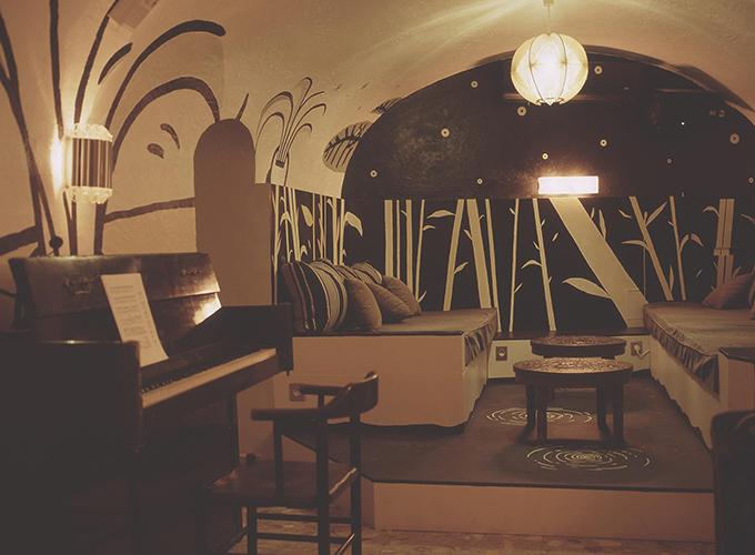 le piano bar clandé VIP de l'hotel du Temps