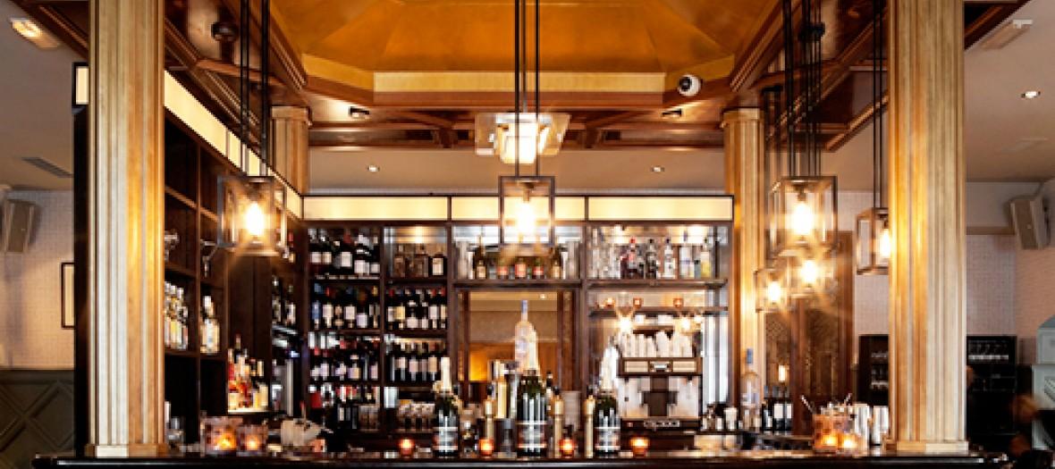 Interieur du nouveau Thiou et son bar boisé traditionel