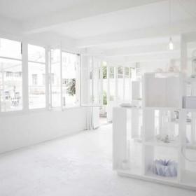 Un Cabinet De Curiosites Blanc Comme Neige Aux Puces White Princ