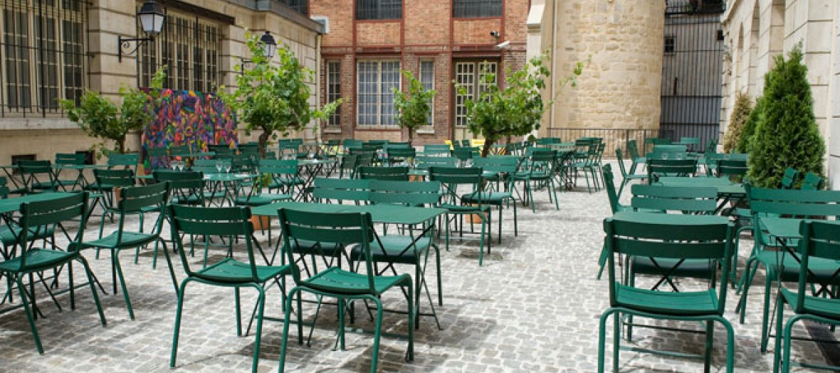 Cafe cour terrace