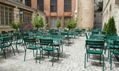 Cafe cour terrace