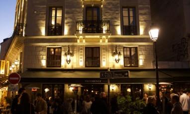 Hotel providence facade rue