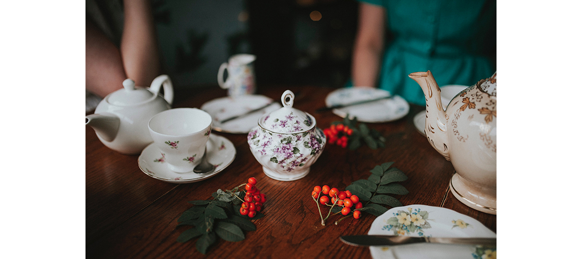 Set de tasses de thé et theière