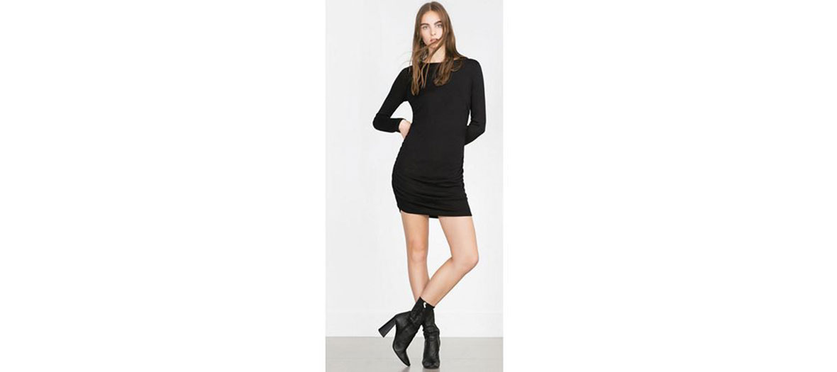Robe noire à fronce latérale Zara