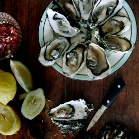 The cool Parisian happy hour with oysters and white wine