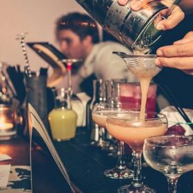 Les Bars Cools Et Branches Pour Boire Un Verre Le Soir