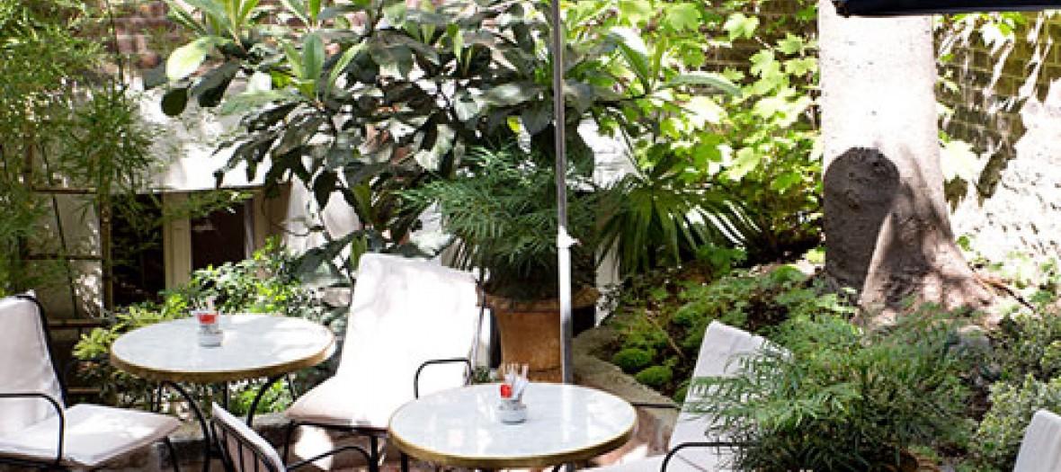 Terrace of café Da Rosa
