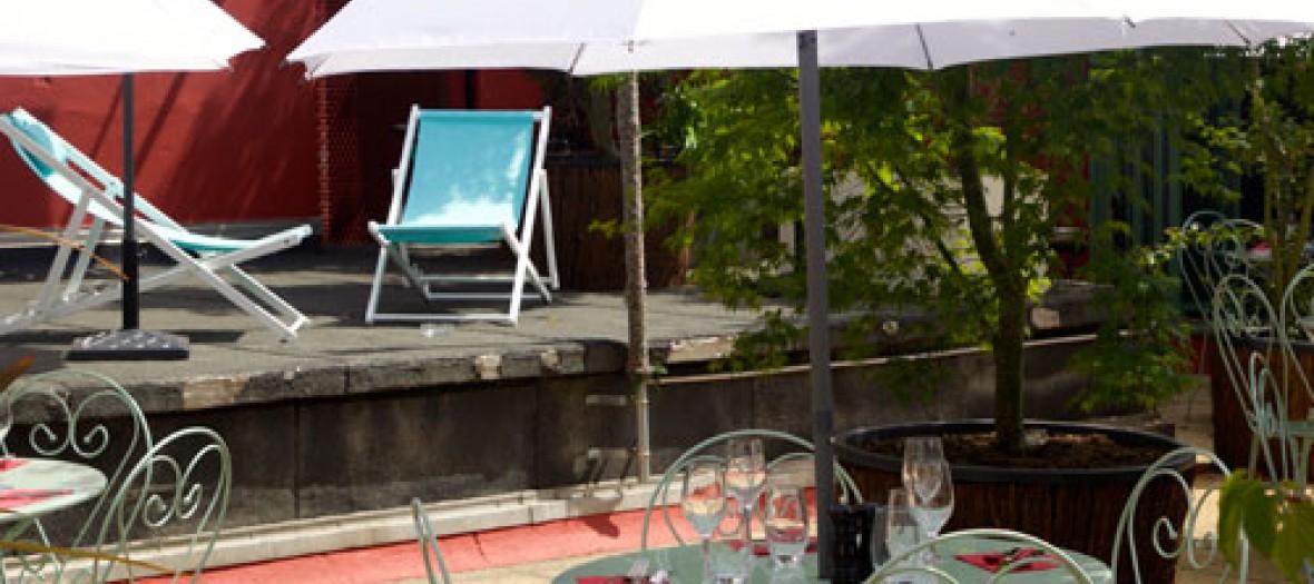 Le Bar A Bulles, jardin caché à Pigalle!