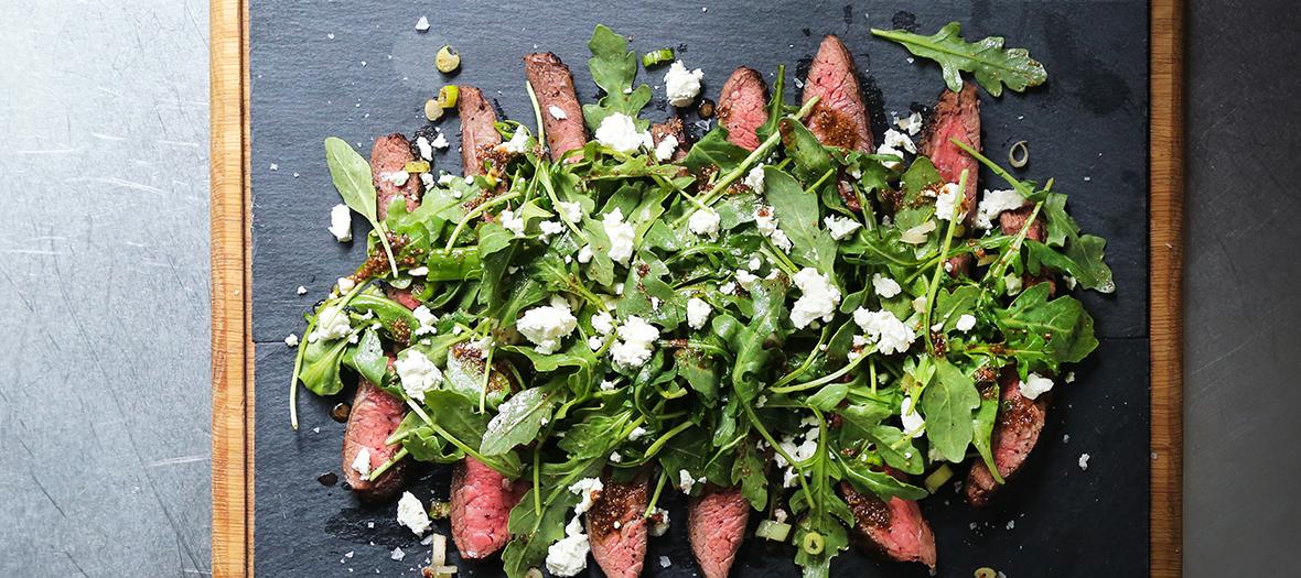Assiette de steak et salade verte