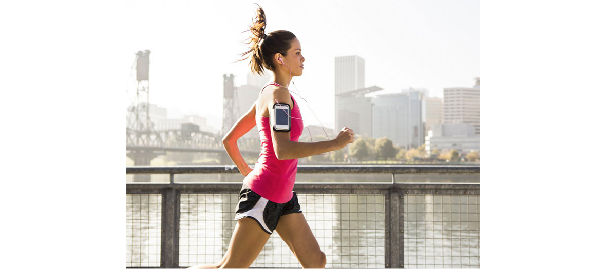 girl who is running and listening music