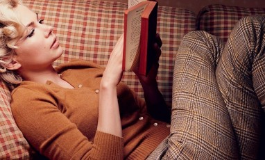 Marylin Reading A Book