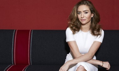 Whitney Wolfe sur son canapé