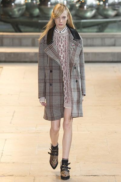Manteau à carreaux, en laine et col en cuir, Isabel Marant, 1200€.