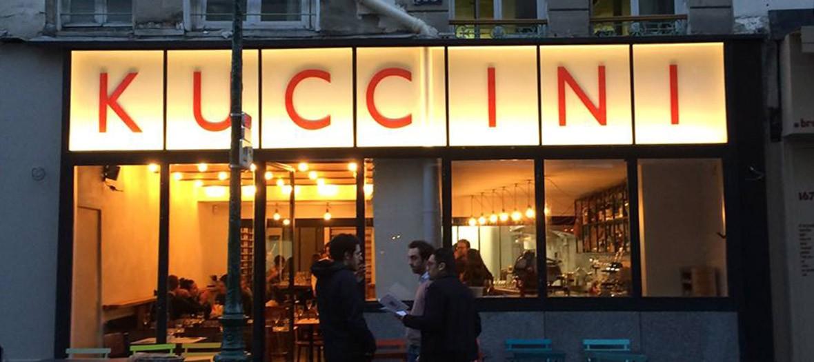 extérieur du restaurant Kuccini de nuit