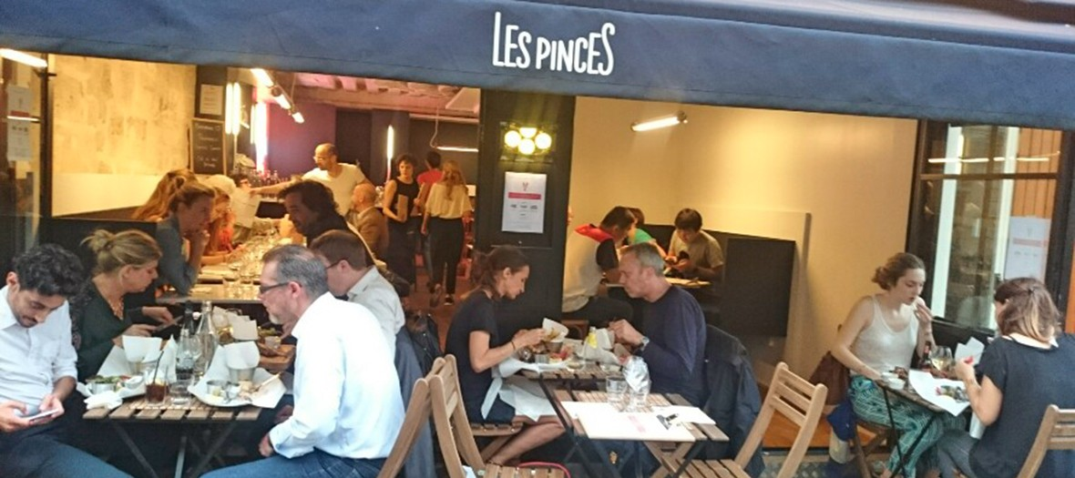 Terrace of les pinces restaurant
