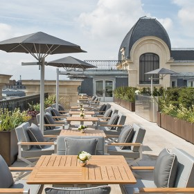 Hotel with terrace facing the Eiffel Tower Rooftop peninsula