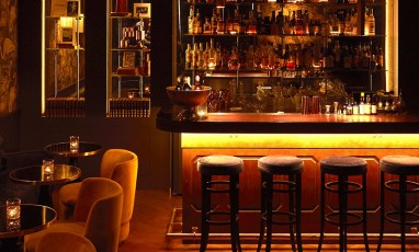 Interior atmosphere of the cocktail bar in the 7th arrondissement