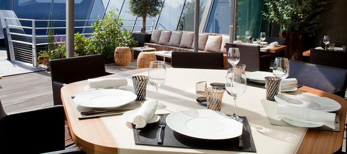 39 V, dining room