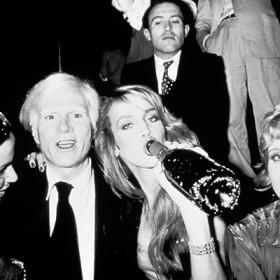 Andy Warhol, Jerry Hall et leurs amis en soirée au club 54 de New-York