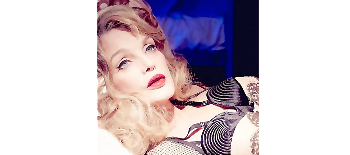 A lesson of seduction by Arielle Dombasle
