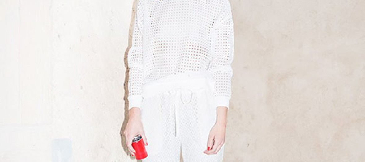 Modele portant le sweat en dentelle simone de Lei 1984