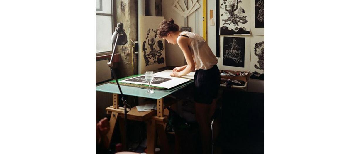 laetitia Guérini dans son atelier de création